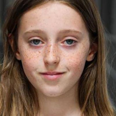Lisa Chabot as La fille de la secrétaire